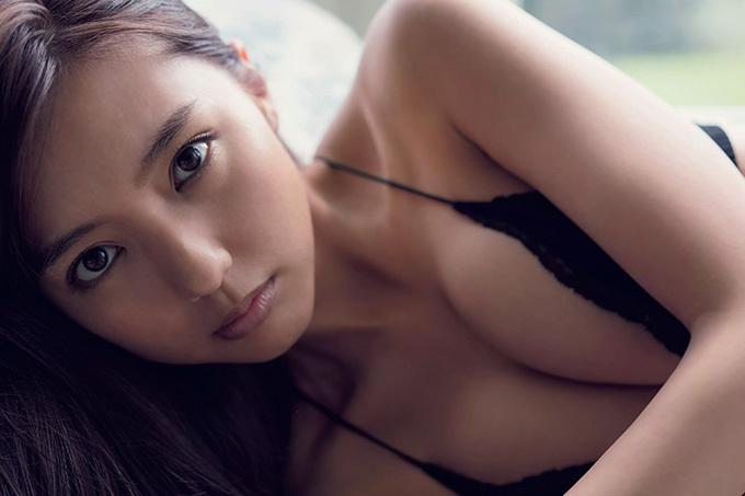 真野恵里菜 甘くて美しいランジェリー姿。