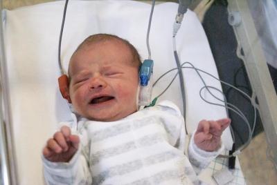 お前らもちゃんと受けた?新生児の聴覚検査 約10万人が受けず