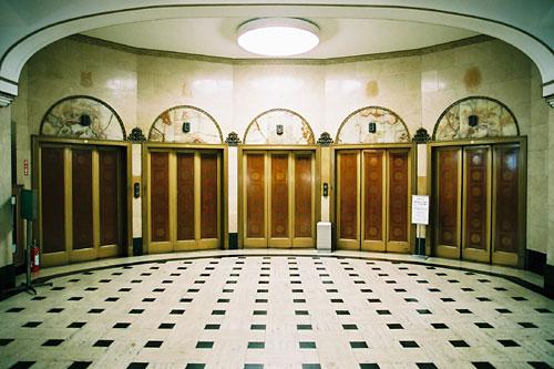 社会人なのにエレベーターの使えない奴www
