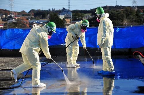 福島除染、一日一万の危険手当も出ると信じた結果wwwwwwwwwwwwww