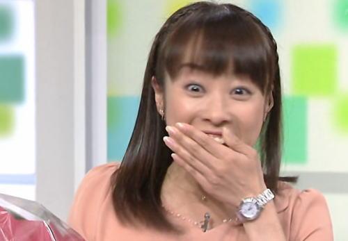 NHK生放送でサプライズ 村竹勝司アナからの「愛のプレゼント」に片山智恵子アナ大慌て