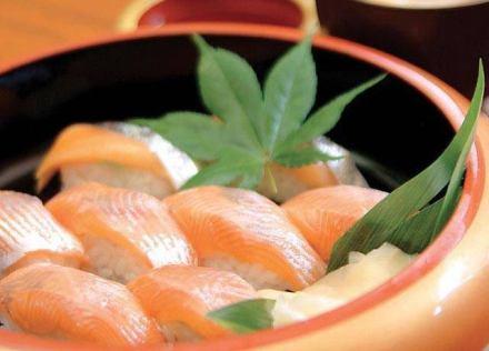 イギリス人「寿司は思ったほど健康的な食品ではない」 … 寿司1人前はハンバーガー+フライドポテトよりも高カロリーだとする報告