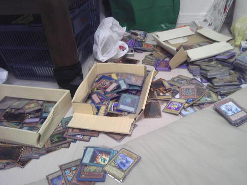 家に帰ると嫁に遊戯王カードぐちゃぐちゃにされてた