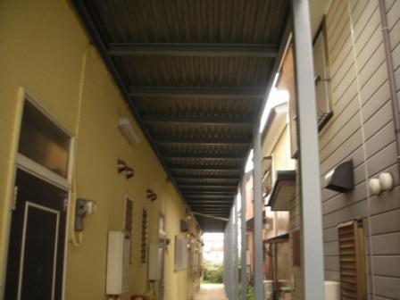 鉄骨階段踊り場の裏側