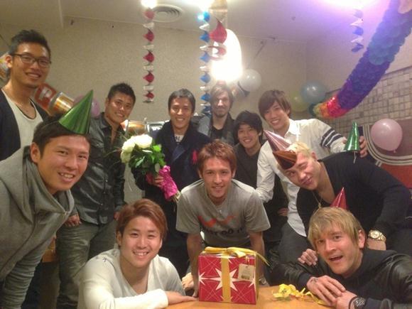 海外組が一堂に会し、日本代表キャプテン長谷部の誕生日を祝う