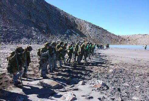 御嶽山での捜索、積雪などの条件悪化により年内の捜索を終了 … 行方不明者7人の捜索再開は、雪崩や滑落などの危険性が低下する来春以降の予定