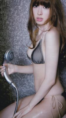 AKB48のこじはること小嶋陽菜さんの体がけしからんくてワロタwwwwwwwwwwwww