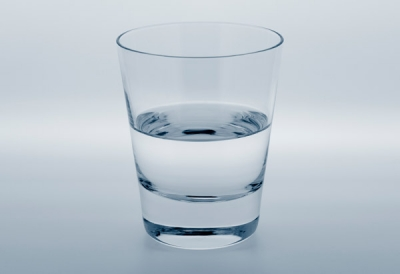 面接官 「コップに入っている液体が水であることを証明して下さい」