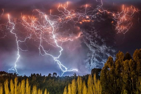 【画像】チリの大噴火かっけえええええええええ!!!!