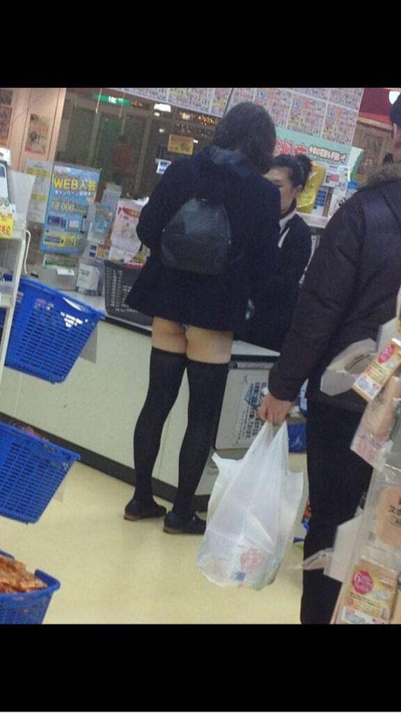 【画像】茨城の女子高生のスカートが短すぎてTwitter民騒然