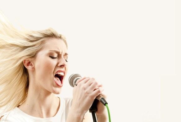 楽器店に行ったら店主に「歌手にならないか?」と言われたのでボイトレ受けてみた