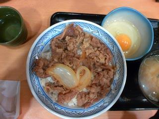 ( ´ノД`)コッソリ「吉野家、250円牛丼店」 メニュー絞り「最安」に