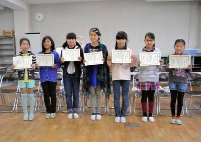 小学生の女子児童7人、踏切で立ち往生していたお婆さんを発見 → 模範解答的な連携で救出 … JR東から感謝状 - 山梨・笛吹