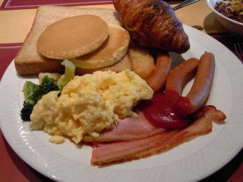 バイキング朝食で必ず食べてしまうもの