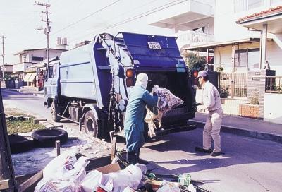 【悲報】親父の職業がゴミ収集ってだけでバカにされたんだが・・・・・・