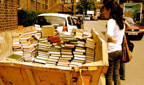 読んだ本を古本屋に売らないから変人扱いされる