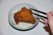 KFCのフライドチキンをおかずにご飯食ったら引かれた