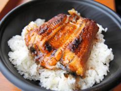 くら寿司が598円のうな丼を発売…中国産うなぎを炭火焼きで 夏限定
