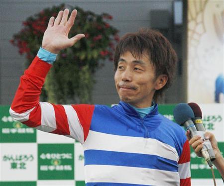 【競馬】 佐藤哲三騎手が現役を引退… 落馬の怪我の回復が困難のため