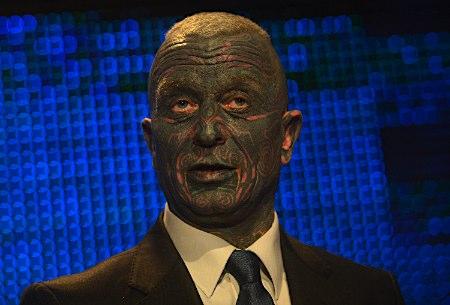 【画像】チェコ大統領選に出馬してる異色候補がヤバイwwwwwwww