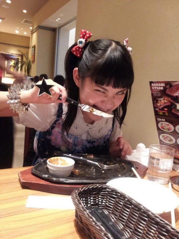 NMB48木下百花(15歳) 秋元康を批判 「応援してくれるファンの人から搾り取る総選挙っておかしくね?
