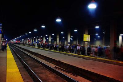 イヤホンを使い音楽を聴いていた高校生が列車に接触しケガ