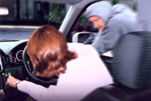 「タクシーじゃないんです!降りてください!」と半泣きで押し出してドアロックした