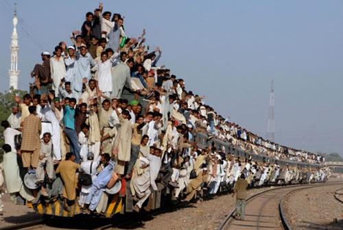 電車でドアの目の前にずっと突っ立ってる奴ってほんと何なんだろうね