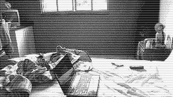 【意味が分かると怖い話】大学から帰ってくるとカーテンの形やゴミ箱の位置などが微妙に変わっている気がするのだ