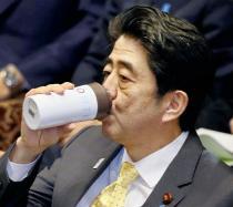 【ゲンダイ】安倍首相がマイボトルで愛飲する「水」が永田町で話題に