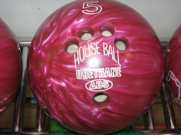 ボウリングのボール武器として優秀すぎワロタwwwwwwwwwww