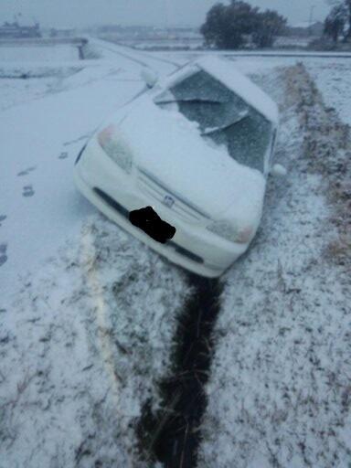 【悲報】 雪に慣れてない香川県民 ノーマルタイヤで外出しようとした結果wwwwwwwwwwww