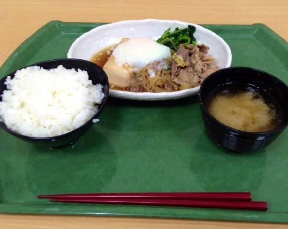 学食で夕食食べてる大学生wwwwwww