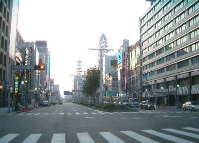 名古屋市中区の路上を歩いて帰宅途中の女性(20)に目隠しをして車で攫い、自宅マンションで集団で乱暴した18歳の少年ら4人を逮捕 … 防犯カメラで車が判明、4人を割り出す