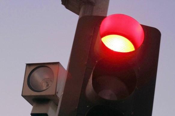 赤信号でも平気で渡っちゃう彼に信号について説教された