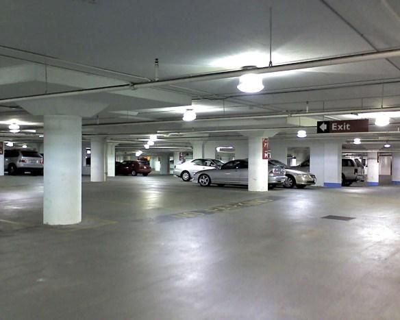 俺の駐車スペースに届けの無いナンバーの車がよく停まっていると手紙が来た