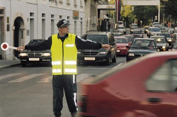 警官でもないのに自分とこの客のためにエラそうに交通整理してることってあるよな