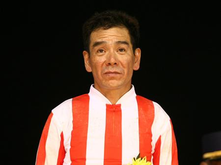 【競馬】 「大井の帝王」的場文男騎手(56)が地方競馬通算6500勝達成!デビューから39年と約10か月、節目の3万5000戦目の騎乗で