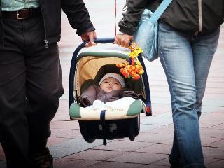 【悲報】 日本の少子化が他の先進国に比べてやたらと酷い件・・・・・・・・