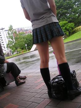 【画像】理想的な太ももを持つ女子高生画像見つけたったwwww