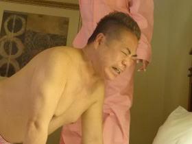 """出川哲朗、『世界の果てまでイッテQ!』にて1700度の""""溶けた鉄""""と対峙 … 河北麻友子からロウ責めされている写真公開 ← このエピソードは番組で使用されず"""