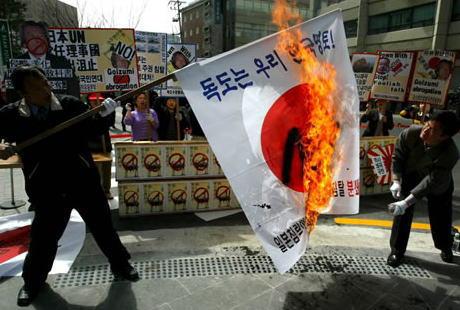安倍首相「日本の国旗が焼かれても、他国の国旗を焼くべきではない。それが私たちの誇りだ」 … 参院予算委員会にて排外的行為に呼び掛け