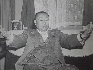 """西武グループの創始者・堤康次郎氏の""""墓""""がでっかすぎると話題に"""
