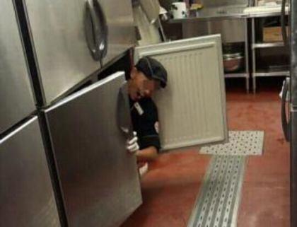 ステーキハウス「ブロンコビリー」、アルバイト店員による冷凍庫での悪ふざけ画像にブチ切れ … 該当店舗を閉店 → 解雇したこのアルバイト店員に対して、損害賠償を請求