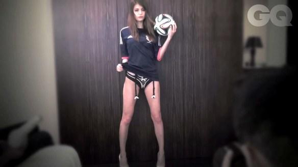 【画像あり】ハーフの女の子の足の長さwwwwwwwwww