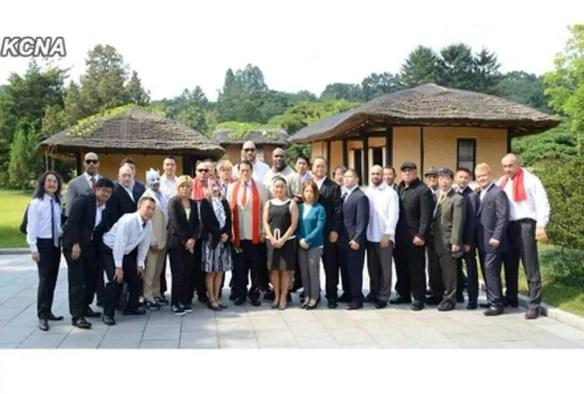 【画像あり】北朝鮮にプロレスラーたちが来た結果wwwwwwww