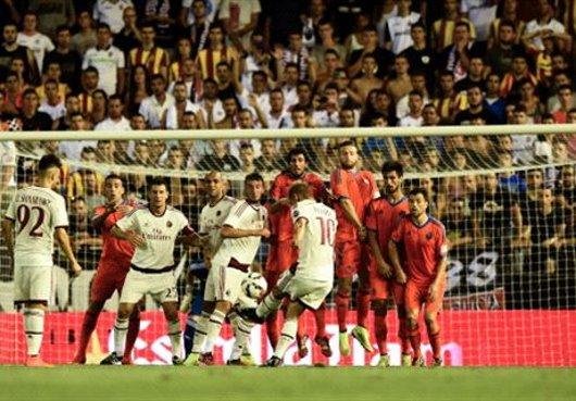 本田圭佑、バレンシア戦でFKゴール!ミランは敗れる