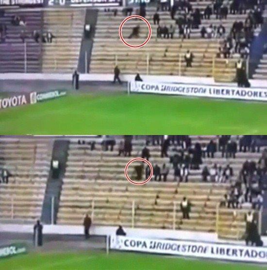 ボリビアのサッカー場に幽霊が出現!これはヤバイ(動画)