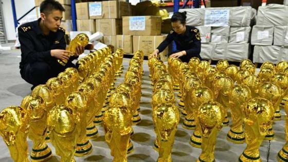 中国当局、ワールドカップの不正レプリカを1000個以上押収する事に成功。