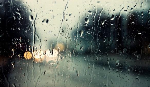 雨の日って落ち着かないか